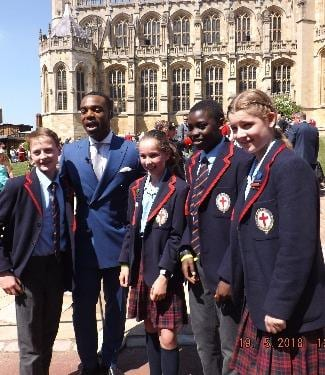 Image of pupils outside Windsor castle - St George's School Windsor